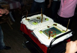 torta na sayonara party-ju