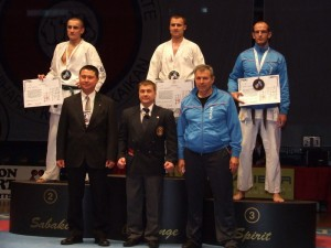 Марко Стојановић и његов тренер Светлан Скендеровски( у плавим тренеркама)