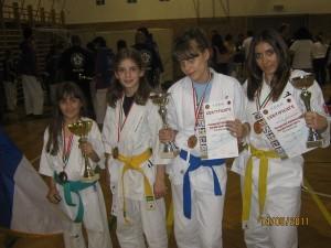 4 zlatne Ashihara devojke